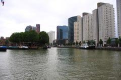 Rotterdam pejzaż miejski z nowożytnymi budynkami Zdjęcia Stock