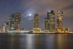 Rotterdam por noche Foto de archivo