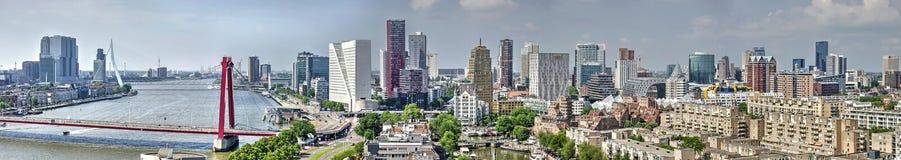 Rotterdam-Skylinepanorama lizenzfreies stockbild