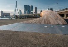 Rotterdam-Stadtstadtbildskyline mit ERASMUS-Brücke und -fluß Südholland, die Niederlande Lizenzfreies Stockbild