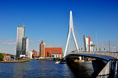 Rotterdame durch die Brücke Stockfotografie