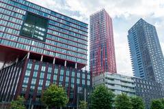 Rotterdams Wijnhaven με την κόκκινη Apple Στοκ Εικόνες