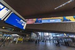 Rotterdan-Hauptbahnhofs-Hauptleitungshalle Stockbild