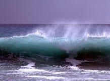 Rottura dell'onda Fotografie Stock Libere da Diritti