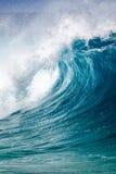 Rottura dell'onda di oceano sulla riva del nord di Oahu Hawai Fotografia Stock
