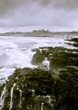 rottura delle onde della linea costiera Immagini Stock