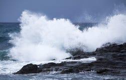 Rottura delle onde di oceano immagine stock
