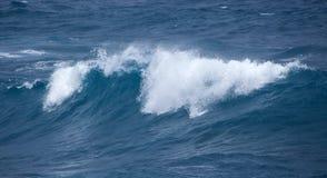 Rottura delle onde di oceano fotografia stock libera da diritti