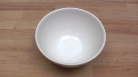 Rottura delle uova stock footage