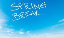 Rottura di primavera scritta nel cielo fotografie stock libere da diritti