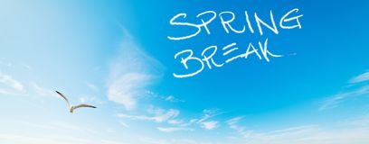 Rottura di primavera scritta nel cielo immagine stock