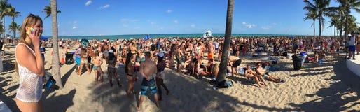 Rottura di primavera sulla spiaggia del Fort Lauderdale, ` in cui i ragazzi sono ` Fotografie Stock