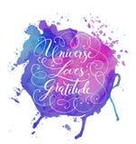 Rotulação desenhado à mão da caligrafia em um fundo da aquarela O universo inspirador, inspirado da frase ama a gratitude Vetor ilustração do vetor