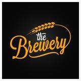 Rotulação do vintage da cerveja Logotipo da cervejaria com trigo no fundo preto Fotos de Stock Royalty Free