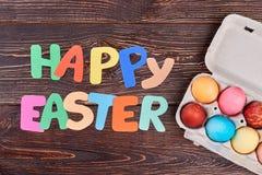 Rotulação e ovos felizes da Páscoa Imagens de Stock