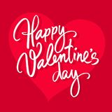 Rotulação escrita à mão feliz do dia de Valentim Texto caligráfico branco isolado no fundo vermelho do coração Rosa vermelha ilustração royalty free