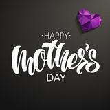 Rotulação feliz do dia do ` s da mãe no fundo preto ilustração stock