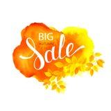 Rotulação de Autumn Big Sale no fundo da mancha da aquarela Decorado pelo ramo com folhas da estação Imagens de Stock Royalty Free