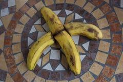 Rotule X feito com bananas para formar uma letra do alfabeto com frutos Fotos de Stock