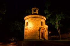 Rotunda à Prague la nuit photos libres de droits
