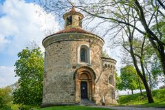 Rotunda av St Martin i det Vysehrad komplexet i Prague, Tjeckien royaltyfria bilder