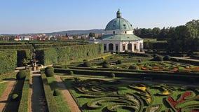 Rotunda i blommaträdgården, Kromeriz, Tjeckien Arkivbilder