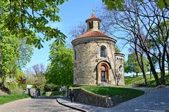 A rotunda a mais velha de St Martin em Praga fotos de stock royalty free