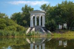 Rotunda no jardim de Kharitonov de Yekaterinburg, Rússia Fotografia de Stock Royalty Free