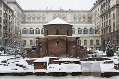Rotunda Sveti Georgi George zakrywający z śniegiem w Sofia lub St, Bułgaria Fotografia Royalty Free