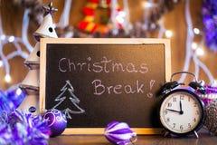 Rotura de la Navidad escrita en la pizarra negra Foto de archivo libre de regalías