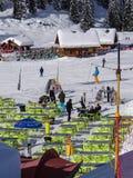 Rotura de la toma de los esquiadores Imagen de archivo libre de regalías
