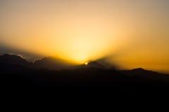 Rotura del amanecer en la gama Himalayan de Annapurna, Nepal foto de archivo libre de regalías