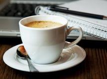 Rotura del capuchino Cup.Coffee imagenes de archivo