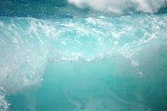 Rotura vidriosa hermosa de la onda imagenes de archivo