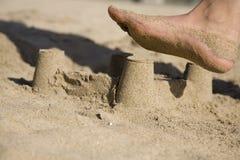 Rotura violenta 1 del castillo de la arena Fotografía de archivo libre de regalías