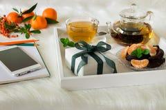 Rotura y regalo felices del tiempo Imagen de archivo libre de regalías