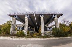 Roturas inacabadas del puente antes del camino Fotos de archivo