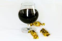 Rotwein auf der Tabelle. Lizenzfreie Stockfotografie