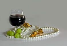Rotwein auf der Tabelle. Stockbilder