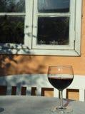 Rotwein auf Tabelle Stockfoto