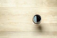 Rotwein in einem Weinglas Die Draufsicht Stockfoto