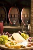 Rotwein im feinen Glas lizenzfreies stockfoto