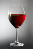 Rotwein im Glas Stockfoto