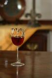 Rotwein im Glas Stockfotografie