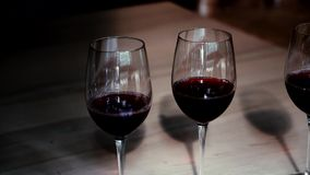 Rotwein im Glas-hd stock video