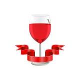 Rotwein im Glas mit Band auf weißem Hintergrund Stockfotografie