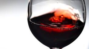 Rotwein im Weinglas nahaufnahme Lizenzfreie Stockfotos