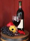 Rotwein mit Frucht Lizenzfreies Stockbild