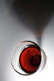Rotwein mit Schatten Stockbilder