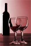 Rotwein und 2 Gläser Lizenzfreies Stockbild